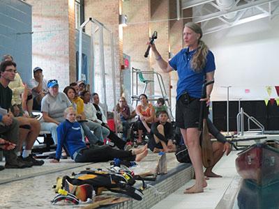 One-arm freedom-paddle training at pool